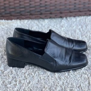 Trotters Ash Slip On Black Leather Low Heel Gore Comfort Pump Extra Wide (12WW)